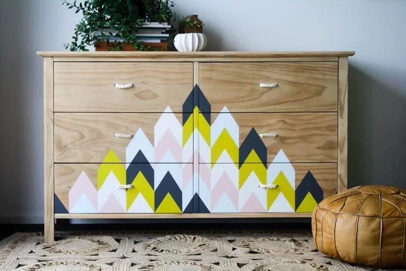 reciclar una cómoda con formas geométricas