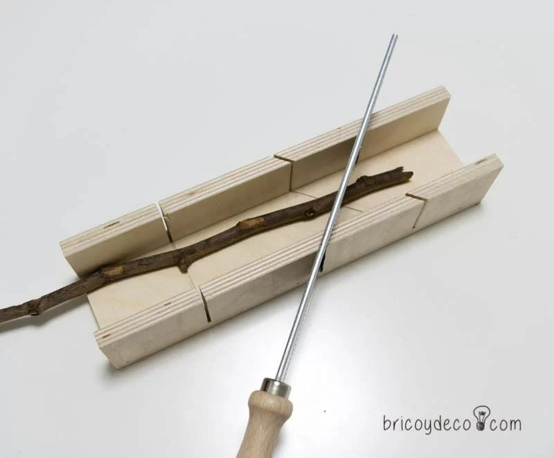 cortar ramas con un serrucho