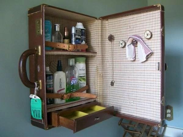 decorar con maletas y reciclar como armario de pared