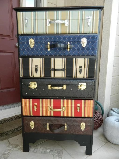 decorar con maletas y reciclar en una cajonera