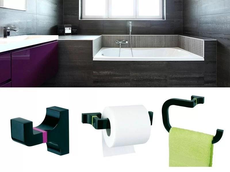 elegir accesorios de baño con matices de color