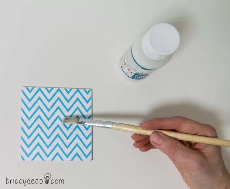 barnizar bandeja de azulejos DIY