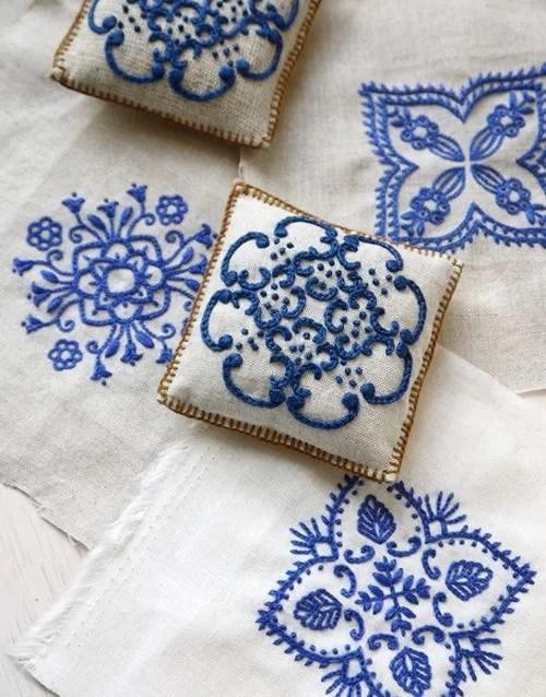 decorar cojines con motivo de baldosa hidráulica