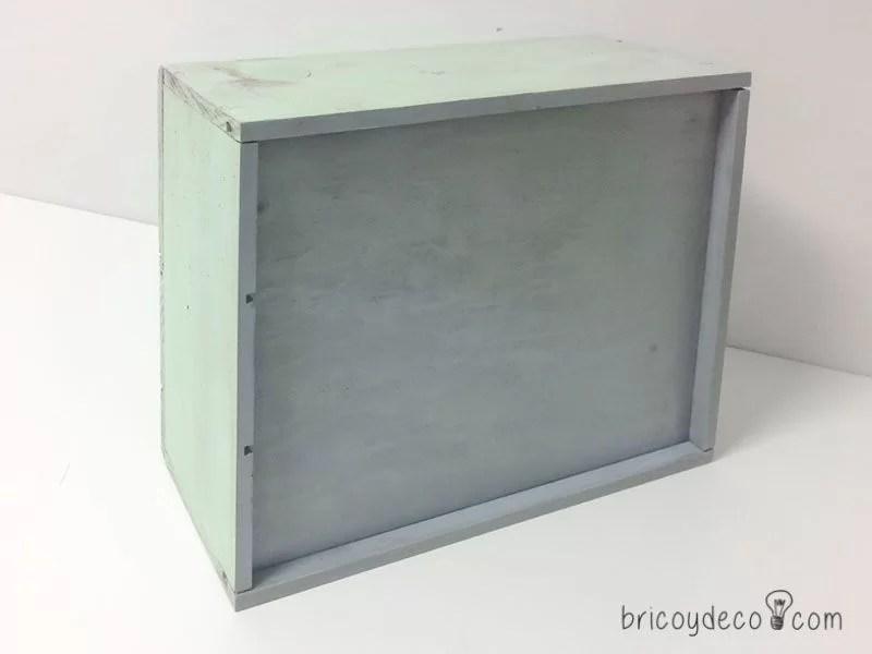 pintar para reciclar una caja de vino