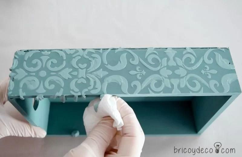 cómo hacer stencil con pasta relieve