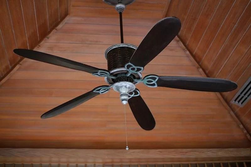 ventilador para ahorrar en el consumo del aire acondicionado