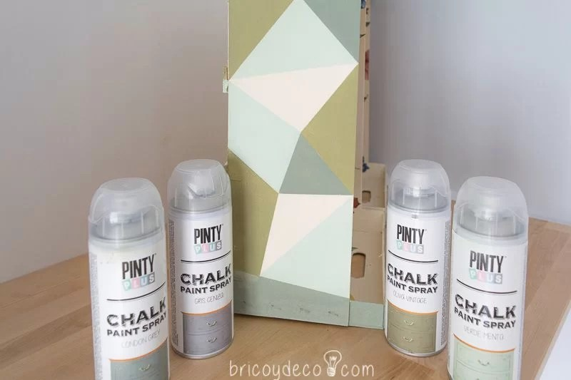 motivos geométricos con chalk paint spray
