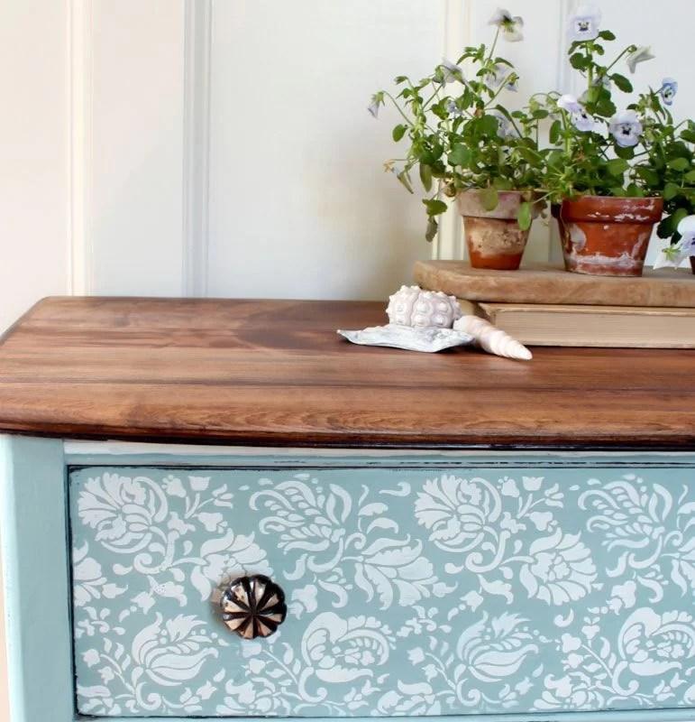 Renovar los muebles pintándolos de azul