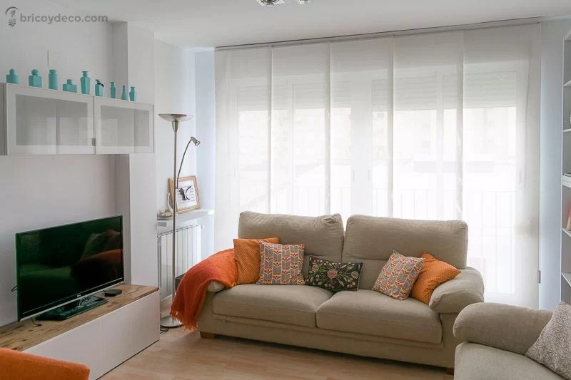 cómo decorar un salón pequeño multiplicando la luz