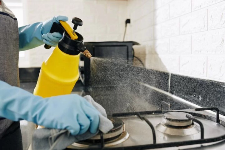 limpiar los fogones de la cocina