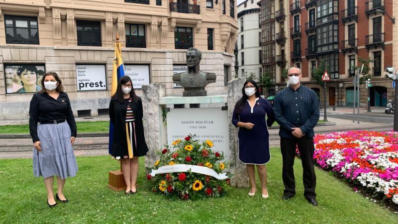 Ofrenda floral a Simón Bolivar conmemora en Bilbao el 209º Aniversario de la Independencia de Venezuela