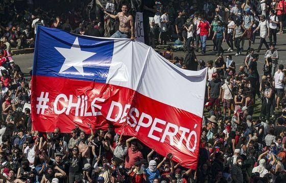 """Cile, maggioranza schiacciante contro il """"piñeravirus"""""""