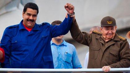 Nicolás Maduro agradece a Raúl Castro sus aportes a la Humanidad
