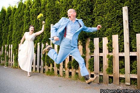 https://i0.wp.com/www.bride.ca/wedding-ideas/images/Blog/Photos/Engagement/PartnersInCrime/FunnyEngagementPhoto.jpg