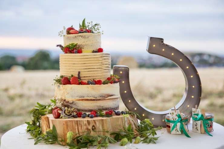 We Love: Edible art! Scrumptious Wedding Cakes from Buns of Fun | British wedding blog - Bride and Tonic