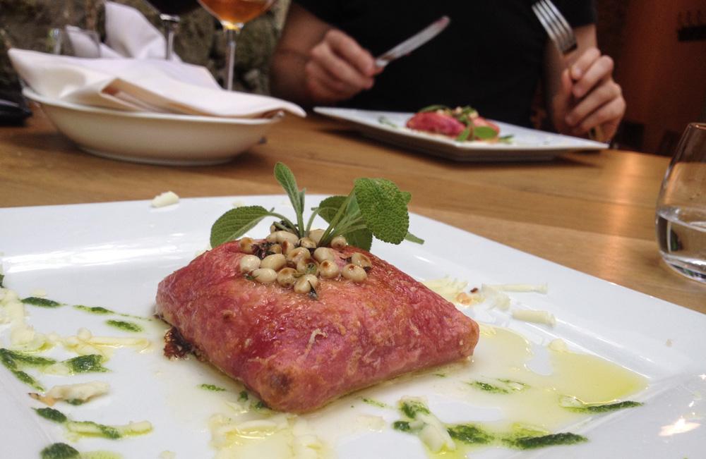 Bets vegetarian food in Slovenia – crispy beetroot pancake