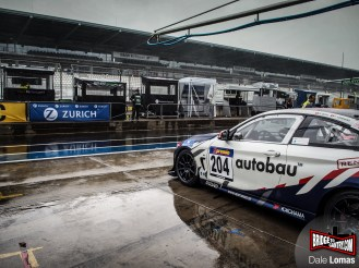 Pitlane, soaked, just 60 minutes before the start.
