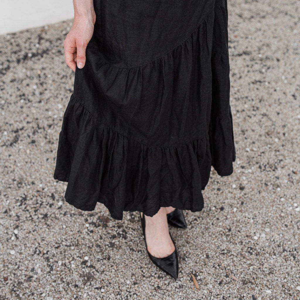 Country Road, Country road black tiered linen midi skirt, linen skirt, tiered skirt, minimalist outfit, cross-seasonal outfit