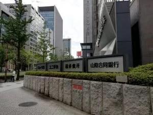 大阪御堂筋ビルの角