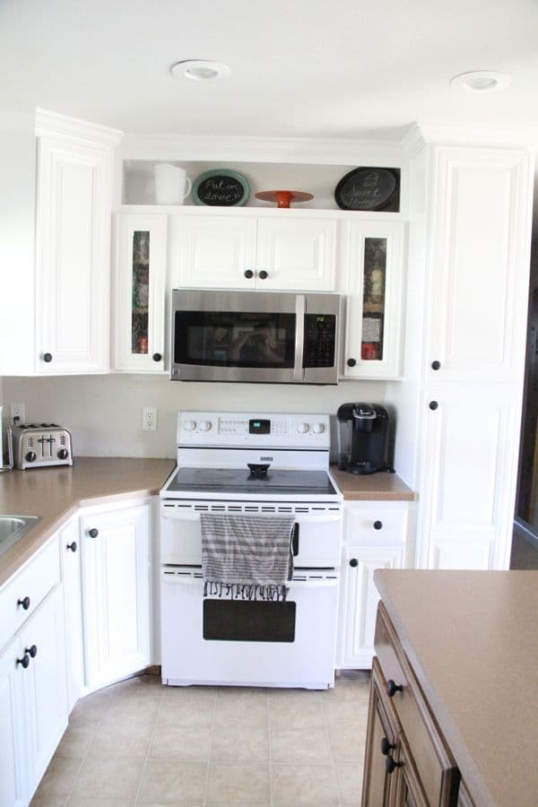 How To Spray Paint Cabinets Like The Pros Bright Green Door