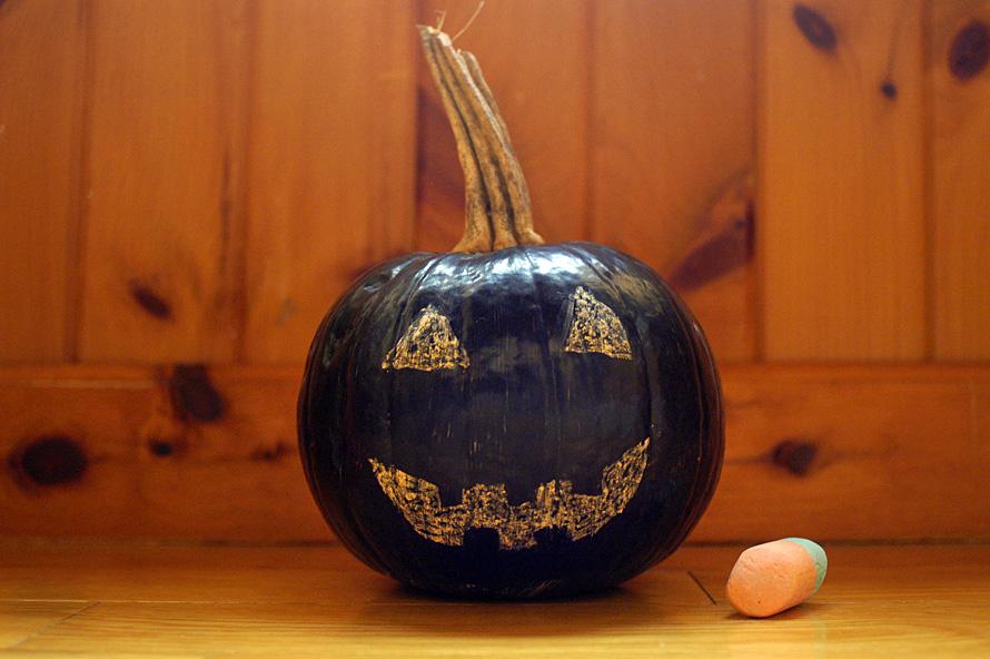DIY: Pumpkin with chalkboard paint