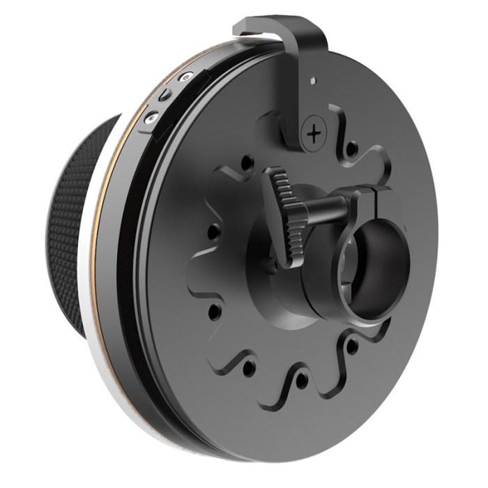 B2000 1002 Revolvr Handwheel 2 Retina