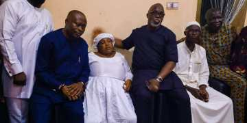 Kazeem Tiamiyu: NFF President Amaju Pinnick pays condolence visit to family of slain Remo Stars' player - Latest Sports News In Nigeria