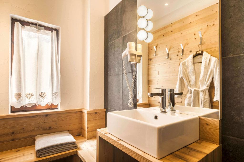 Come illuminare il bagno  Idee consigli illuminazione bagno   Brillamenti