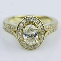 Antique Oval Diamond Engagement Ring in Yellow Gold