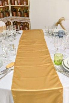 Chemin de table doré