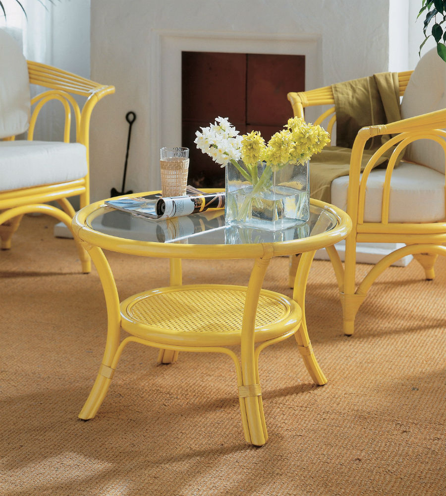 table basse avec plateau verre en rotin