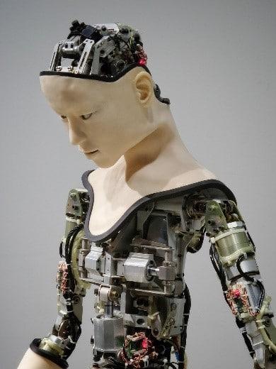 robo-forma-humana-inteligencia-artificial