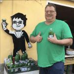 Man mit grünem T-Shirt
