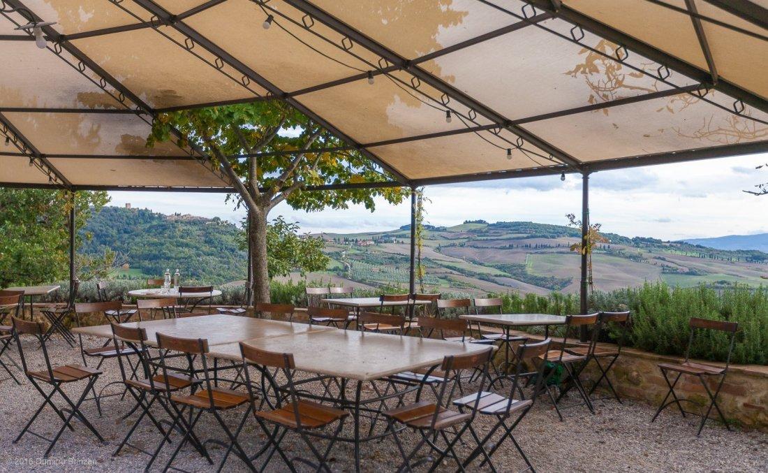 2016-podere-il-casale-pienza-16-restaurant-view