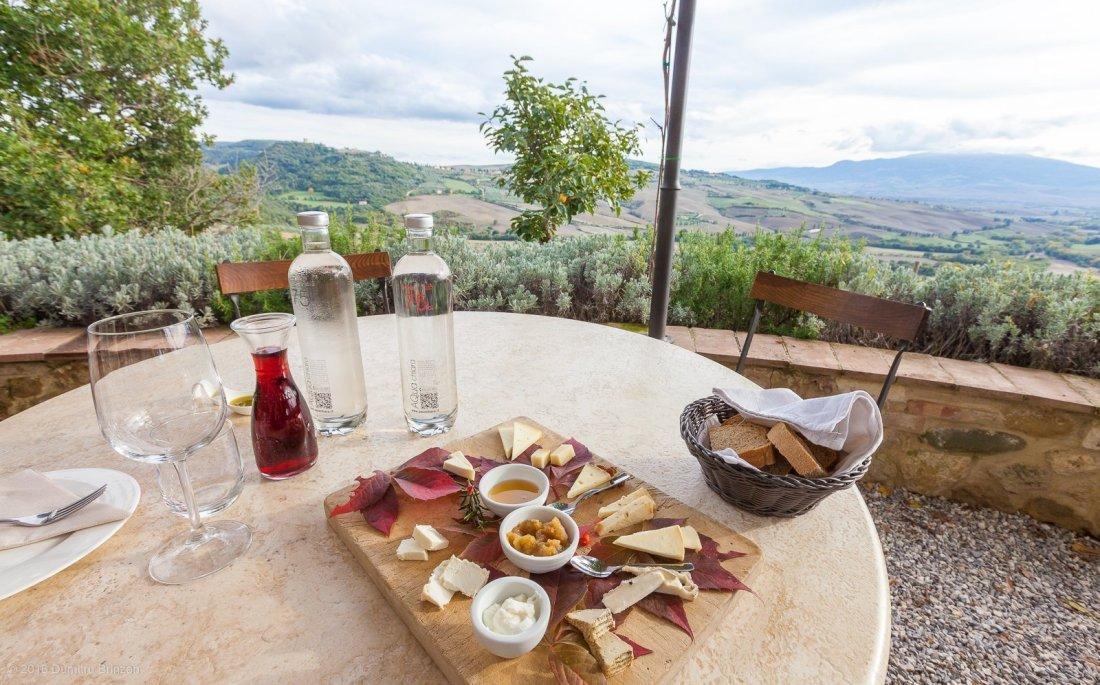 2016-podere-il-casale-pienza-17-cheese-tasting-plate