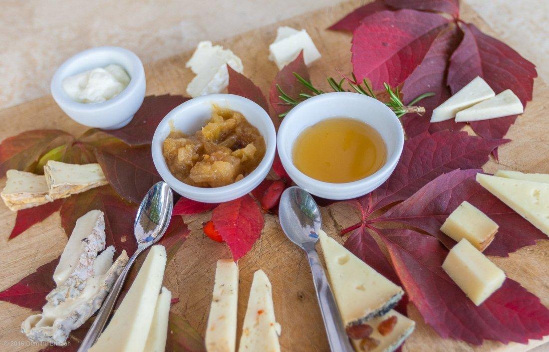 2016-podere-il-casale-pienza-18-cheese-tasting-plate