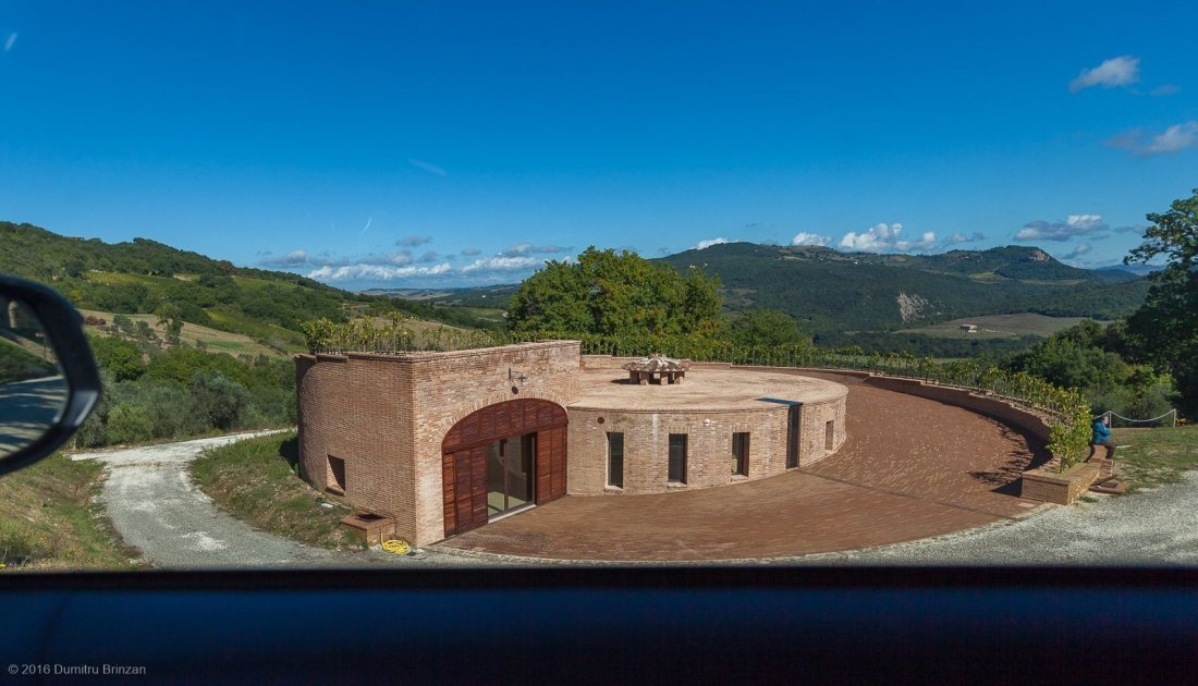 2016-podere-le-ripi-winery-montalcino-33-golden-cellar