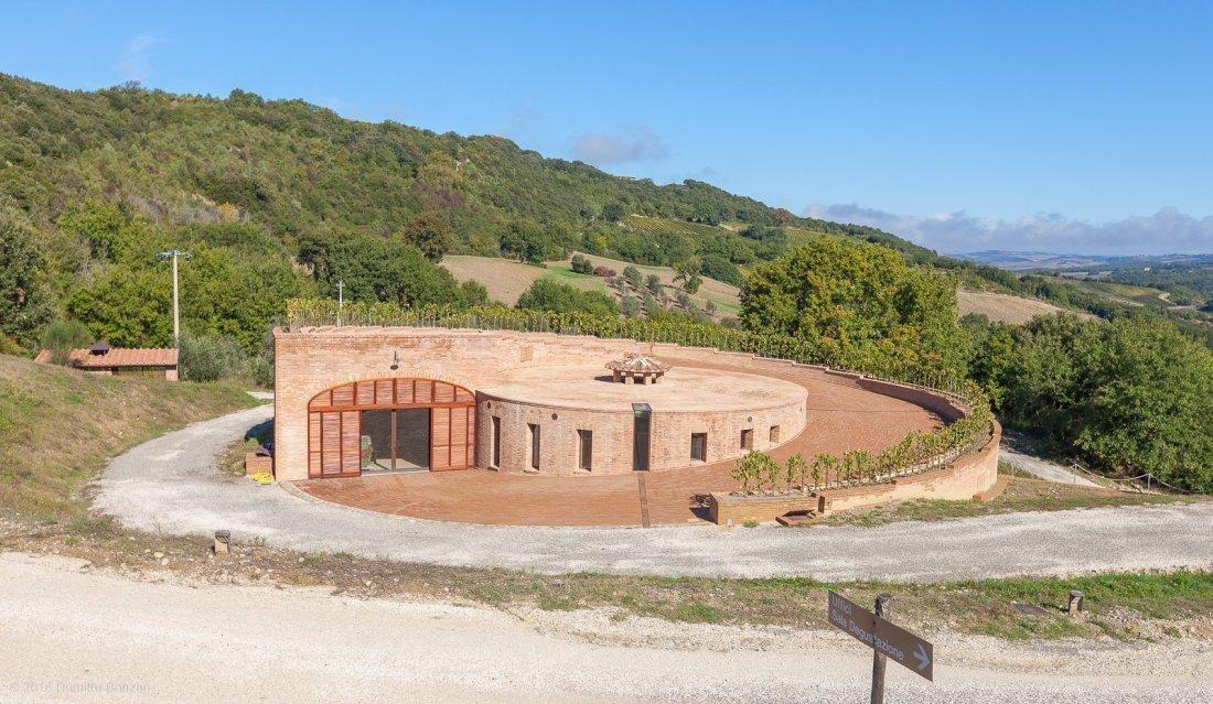 2016-podere-le-ripi-winery-montalcino-9a-golden-cellar