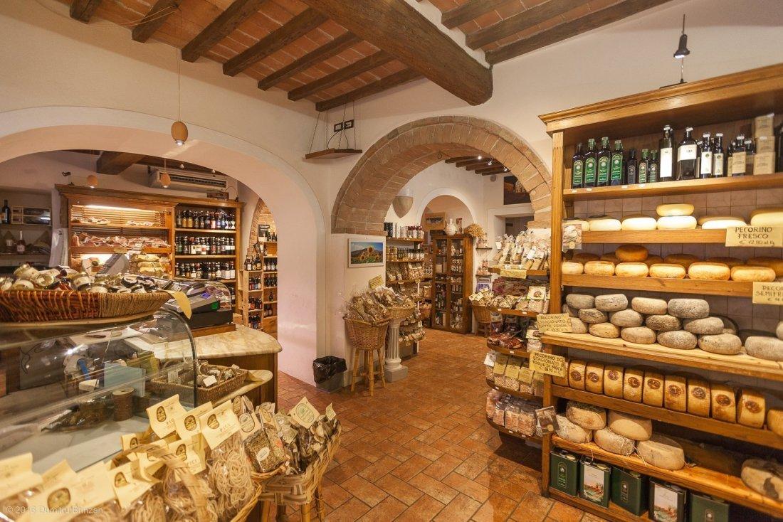 2016-pienza-siena-12-cheese-shop