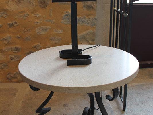 lampe_et_table_ferronnerie