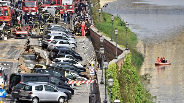 According to reports, the collapse was caused by the rupture of an acqueduct.
