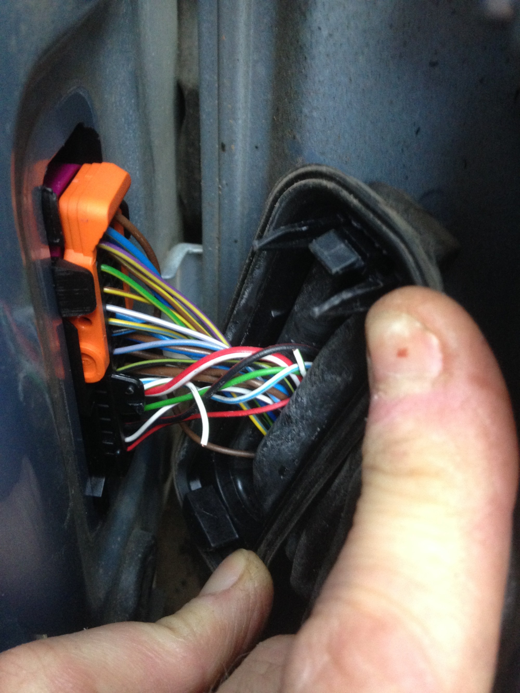 hight resolution of toms fabia doors wires at hinge 09dec15 jpg