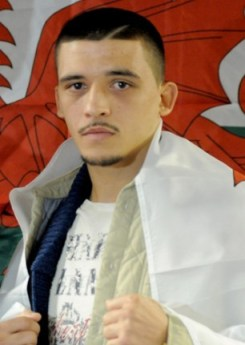 lee selby boxer wins title