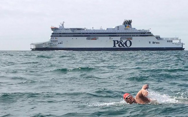 andrew rees swimming next to p&o cruise boat