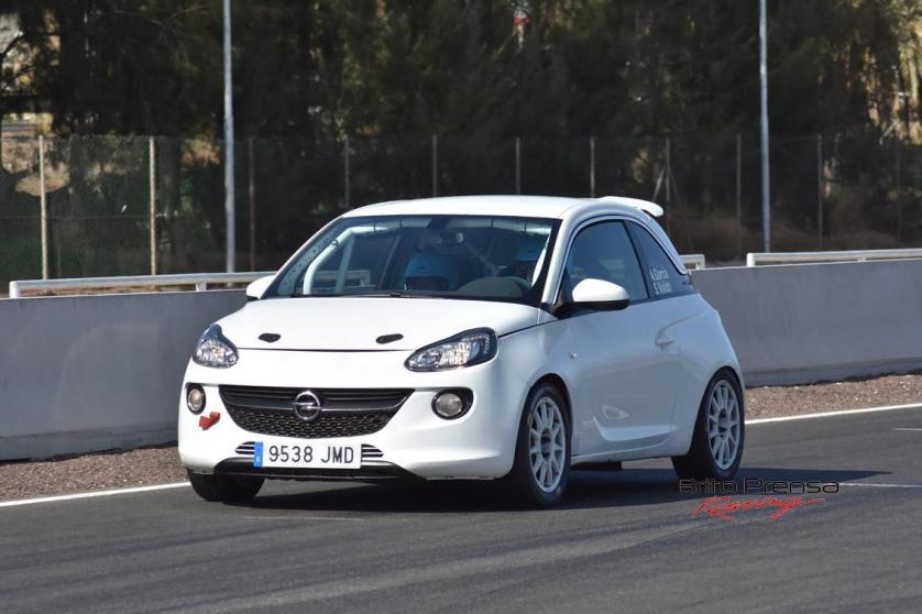 Alba García y Sara Valido (Opel Adam S)