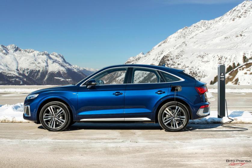 Los nuevos Audi Q5 y Audi Q5 Sportback llegan con un completísimo equipamiento y pueden pedirse con pinzas en color rojo