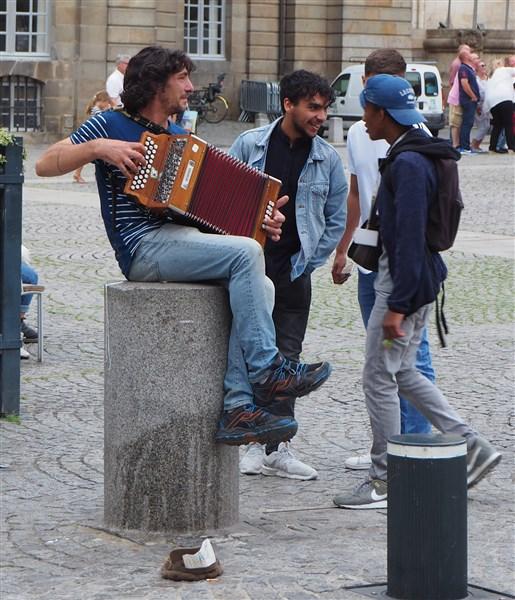 Street musician in Rennes