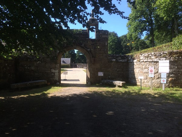 Entrance to Chateau de Rosanbo