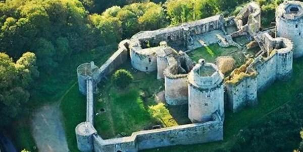 Chateau de Tonquedec brittany