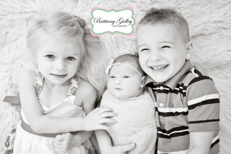 Best Sibling Pose | Best Newborn Photographers | Start With The Best | Brittany Gidley Photography LLC